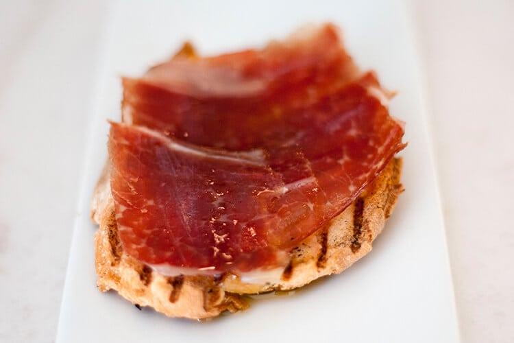 Nuestra carta: tapa de jamón de jabugo
